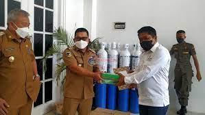 Bupati Banggai Terima Bantuan 20 Tabung Oksigen dari KADIN Banggai